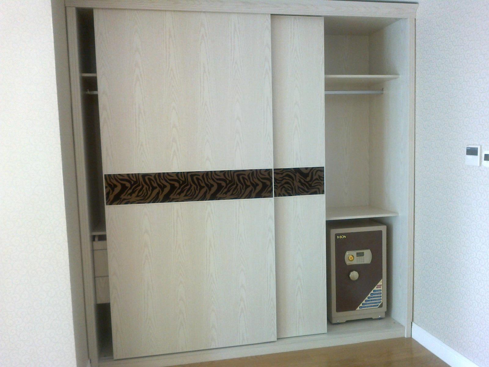 推荐一款简约风格移门衣柜