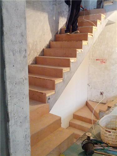 楼梯铺实木踏板钢木护栏