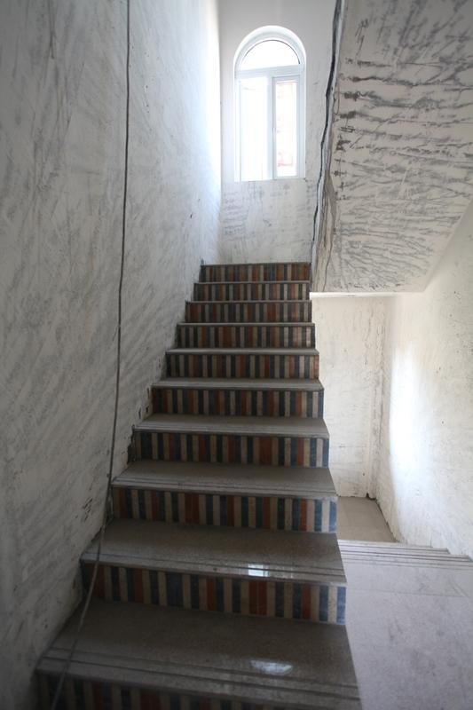 铺设好的楼梯踏步