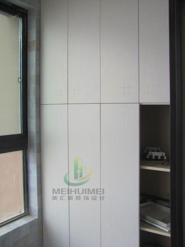 e0级木工板贴面柜体,九夹板贴面背板.衣柜上方石膏板封门头.