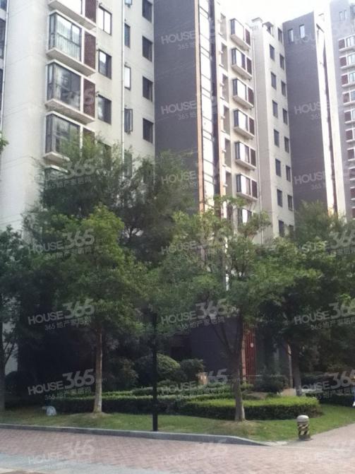 建邺区奥体西堤国际三区140.00㎡简装4室2厅