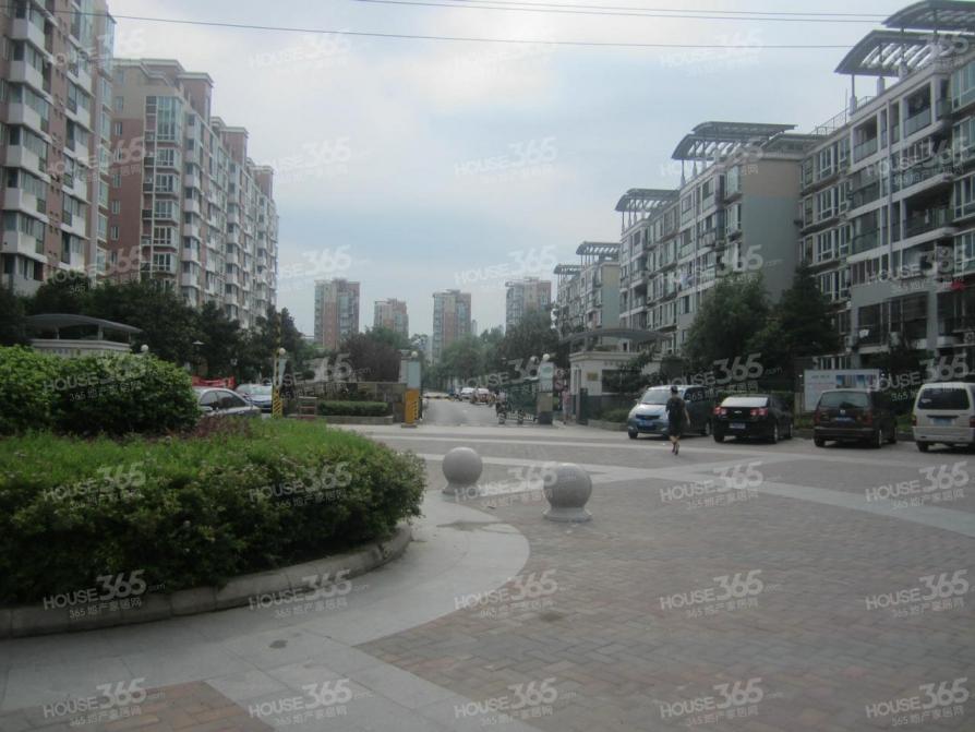 旭日华庭翡翠湾27平米车库产权房