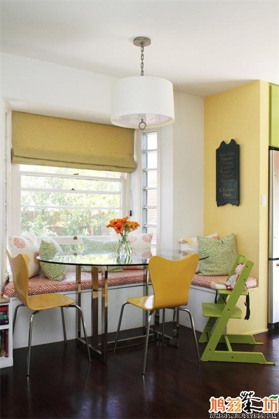 餐厅背景墙装修效果图62; 飘窗式的餐厅装修效果图